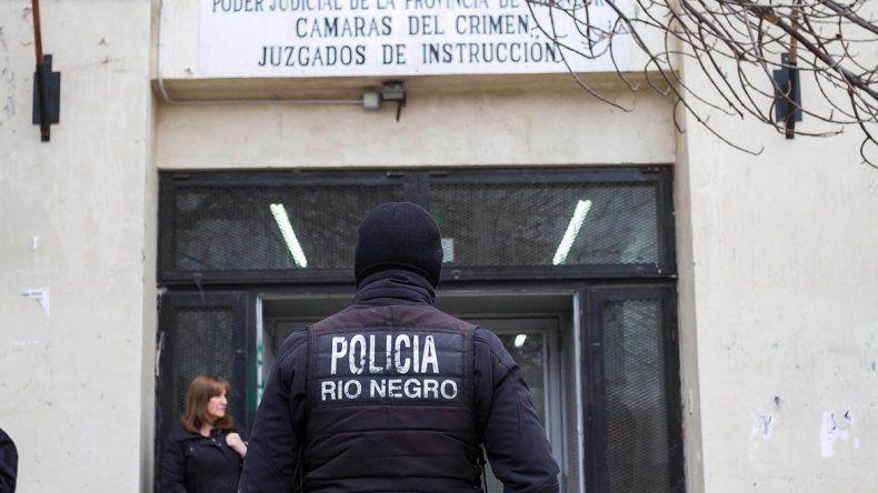 La parte acusadora quiere que los policías cumplan una pena efectiva.