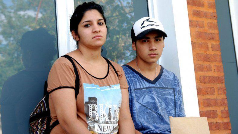 Belén recurrió a los medios de comunicación debido a las trabas en la Justicia cipoleña para hacer los trámites que le permitan reencontrarse con su hija.