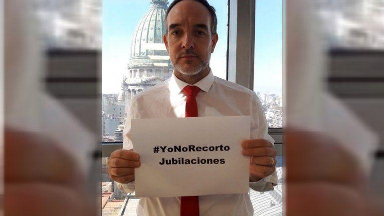 El diputado Martín Doñate recibió un balazo de goma en el Congreso