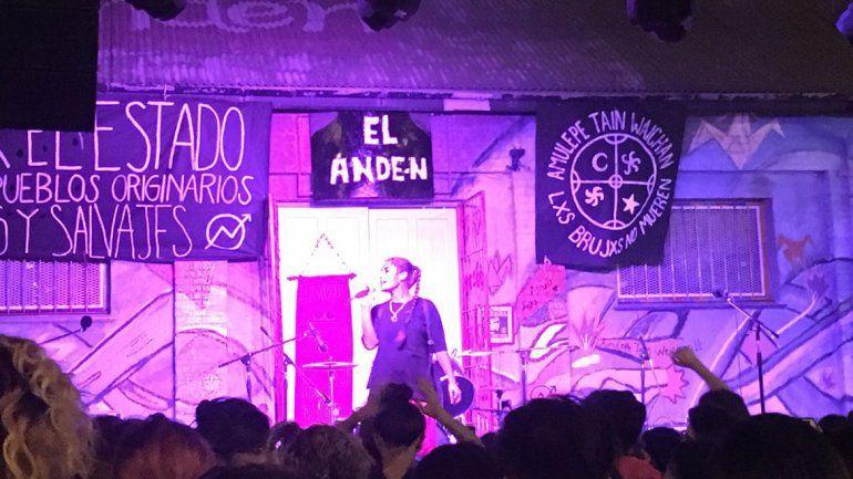 Sara Hebe la rompió en los festejos por los 10 años de El Andén