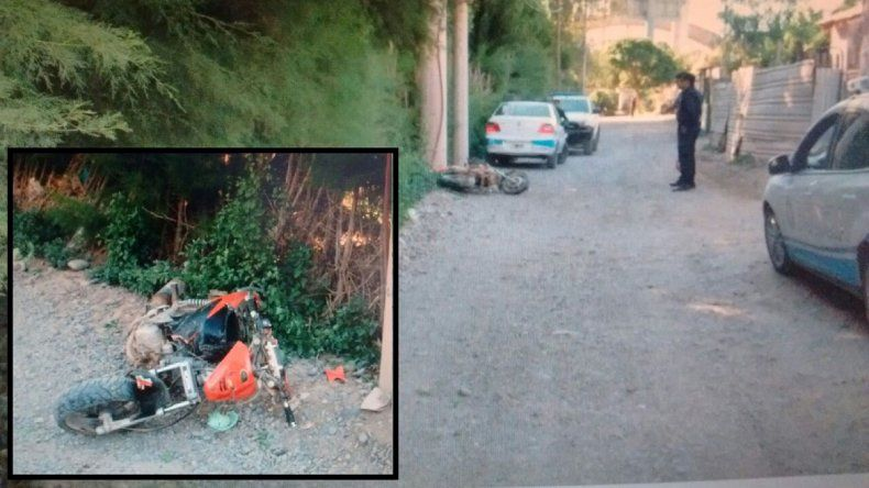 Un motociclista chocó contra un poste de luz y está grave