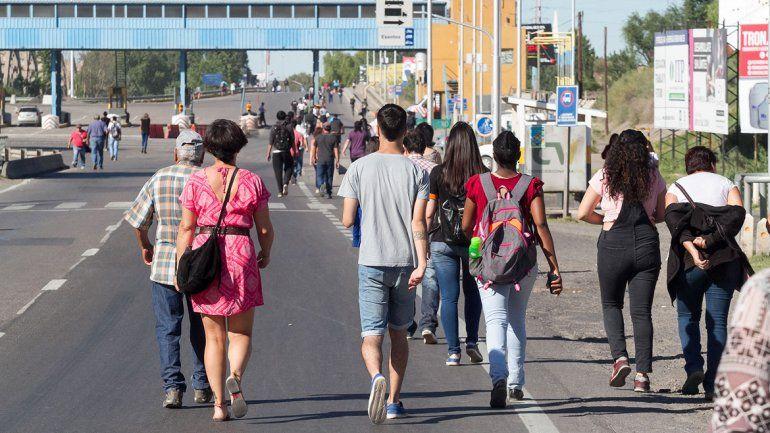 Tras cinco horas de caos en los puentes, los manifestantes levantaron los bloqueos