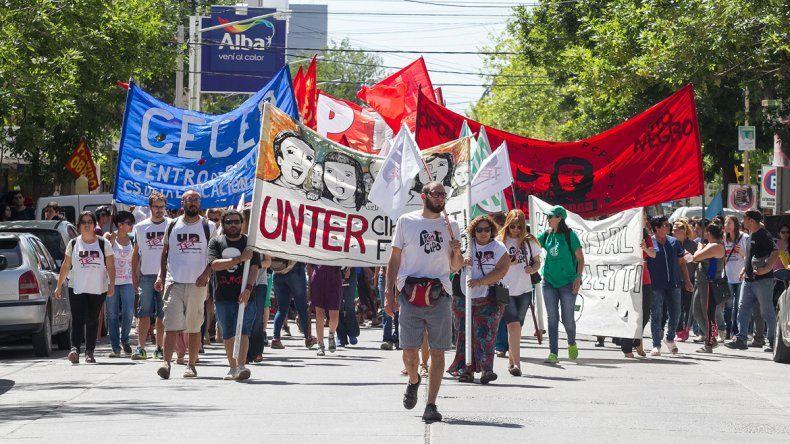 Vecinos se manifestaron en contra de la reforma frente a la Municipalidad
