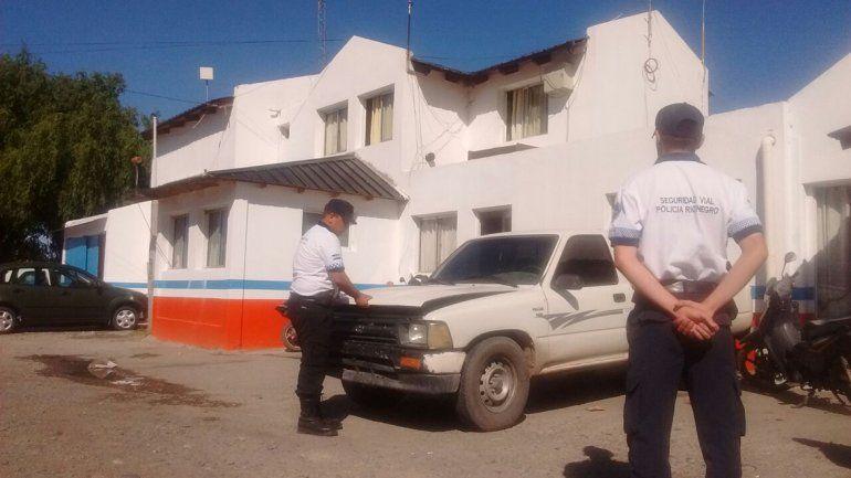 Lo pararon en la caminera y descubrieron que manejaba una camioneta robada