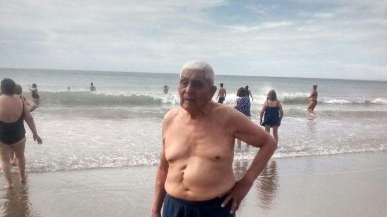 Un abuelo de 102 años conoció el mar por primera vez en Las Grutas