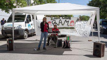 Ayer, durante el juicio se hizo una radio abierta en calle España.