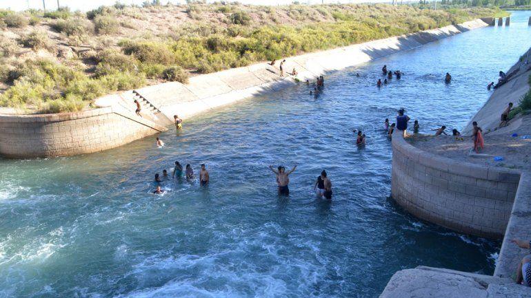 Una multitud de cipoleños copó el balneario de El 30