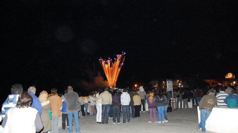 El show de fuegos artificiales comenzará poco después de la medianoche del primero