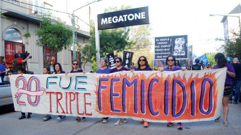 El 11 de noviembre de 2017 se cumplieron 20 años del primer triple crimen de Cipolletti. Familiares y amigos pidieron justicia ante la impunidad.