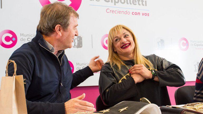 El intendente Aníbal Tortoriello y la campeona mundial la Locomotora Olivera juntos en el encuentro más esperado del año.