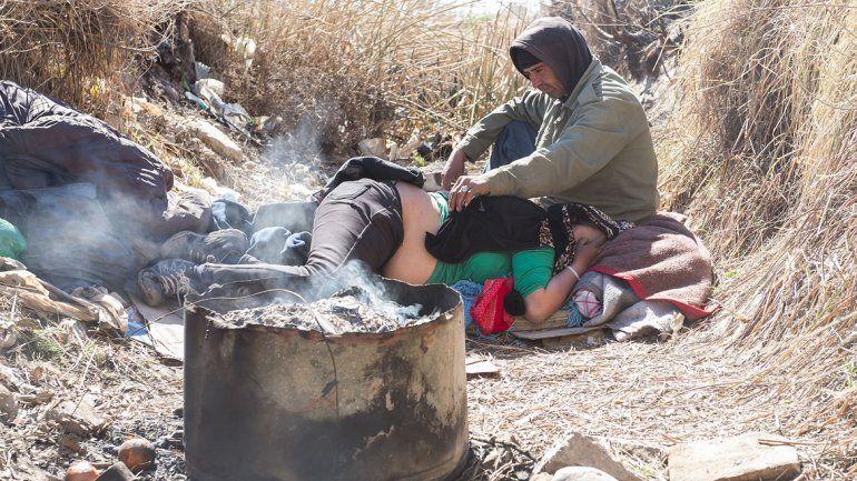 José Luis y su mujer, la pareja que vivió dos meses adentro de un desagüe en la entrada del Anai Mapu.