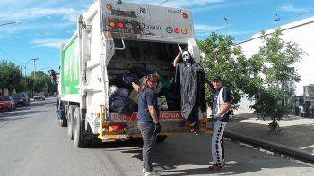 Los recolectores de basura de Cipo cerraron el año con humor