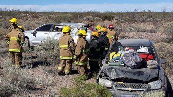 Ruta 151: intentó sobrepasar a una camioneta y volcó