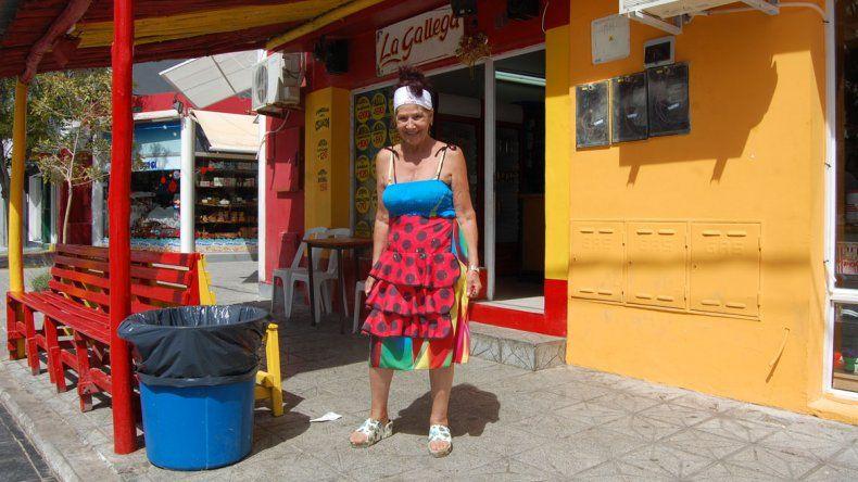 María Luisa invita a todos a bailar y cocina como pocos.