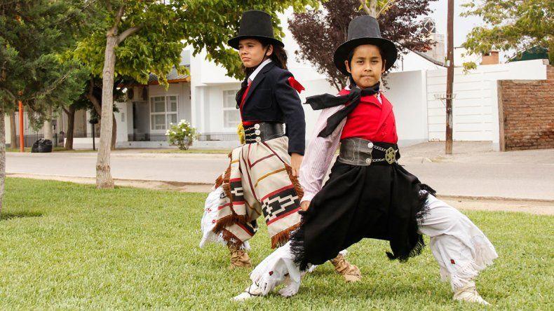 Los bailarines cipoleños competirán desde el domingo en la localidad cordobesa de Laborde.