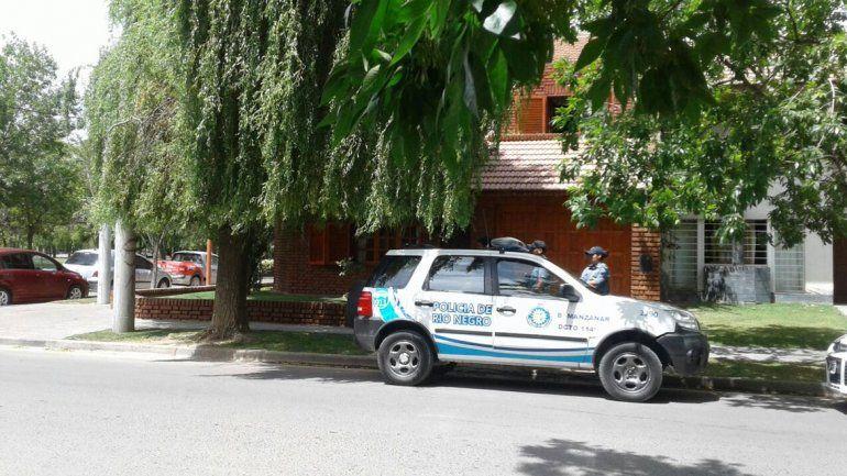 Sólo dos minutos demoró la Policía en llegar a la casa del incidente.