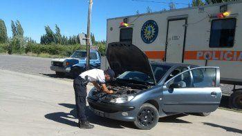 Intentó cruzar un control con un auto robado pero la descubrieron