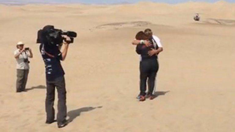 El abrazo de Reina con Lavigne