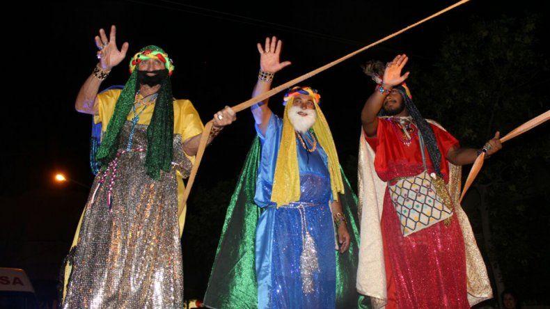 La radio de El Comandante le dio una sorpresa de Reyes a los chicos cipoleños