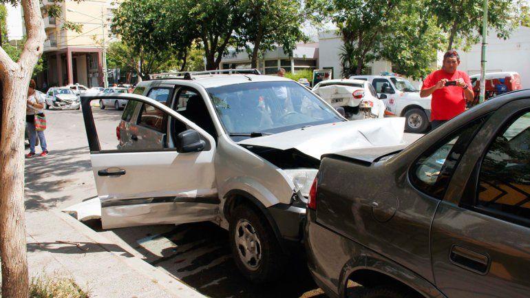 Los autos quedaron desparramados en varios metros de Yrigoyen.