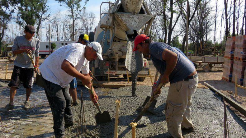 Comenzó la construcción de las casas que se incendiaron en Santa Elena por el temporal de viento
