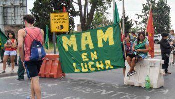La protesta fue en Neuquén, pero el bloqueo afectó a los cipoleños.