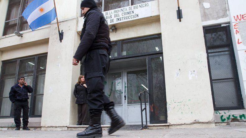Denuncian que las tobilleras de los presos no se activan en las salidas