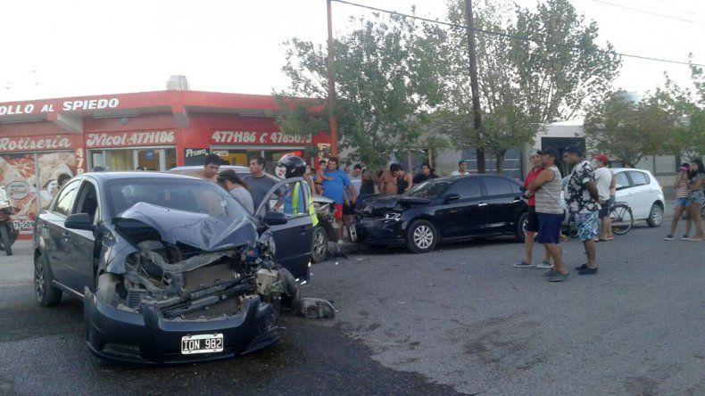 El Chanito cipoleño: un adolescente perdió el control, chocó dos autos y casi lo linchan
