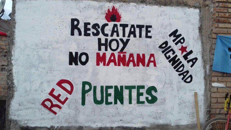 Piden ayudar para reconstruir la casa atacada por los narcos en el Mapu