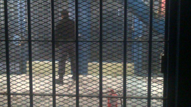 Quieren controlar el uso  de celulares en las cárceles