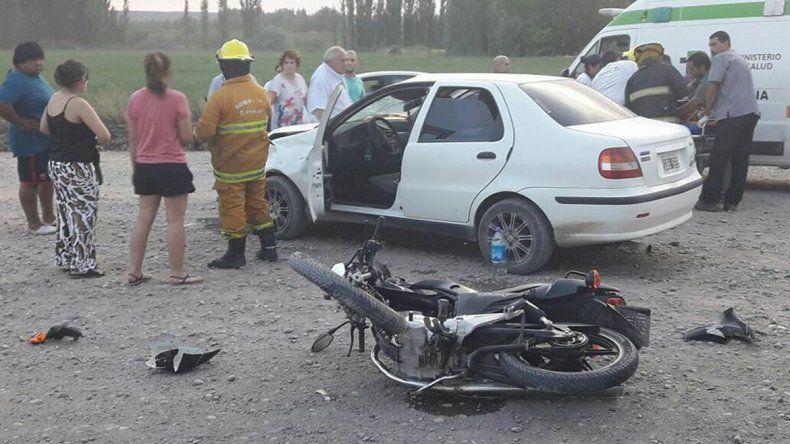 Impresionante choque sobre la Ruta 22 terminó con un motociclista herido de gravedad