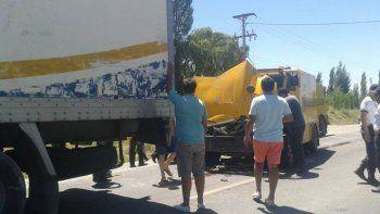 un colectivo y tres camiones chocaron en cadena en allen