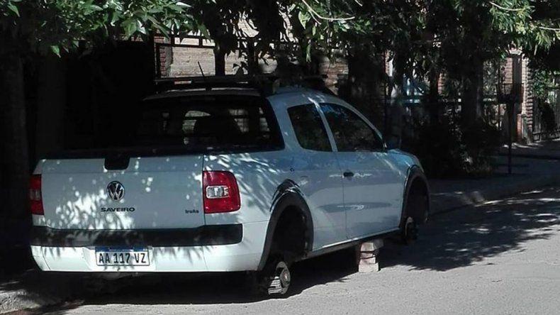 Robarruedas al acecho: atacaron a una camioneta en el barrio San Pablo