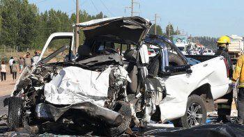 El impacto fue muy violento y los vehículos quedaron destrozados.