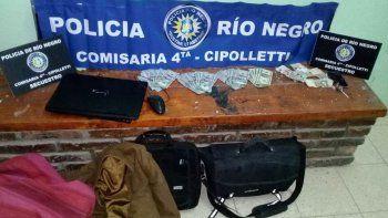 La pareja de ladrones se había llevado una notebook, camperas y los dólares. La chica había escondido el dinero en su ropa interior, pero al final lo entregó.