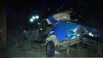 robaron un auto en la playa, chocaron de frente y murieron