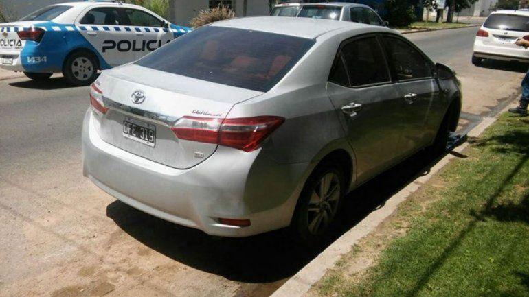 El violento robo ocurrió en una vivienda ubicada en la calle Los Plátanos del barrio El Manzanar. El auto fue hallado horas más tarde en Neuquén.