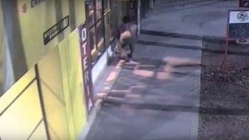 asi fue el intento de robo de un adolescente en una agencia de quiniela en pleno centro