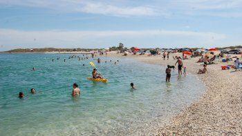 Las aguas de Punta Perdices son completamente transparentes y calmas, ideales para hacer snorkeling y nadar.