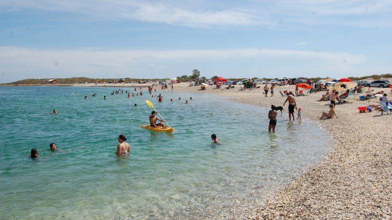 Las aguas de Punta Perdices son completamente transparentes y calmas
