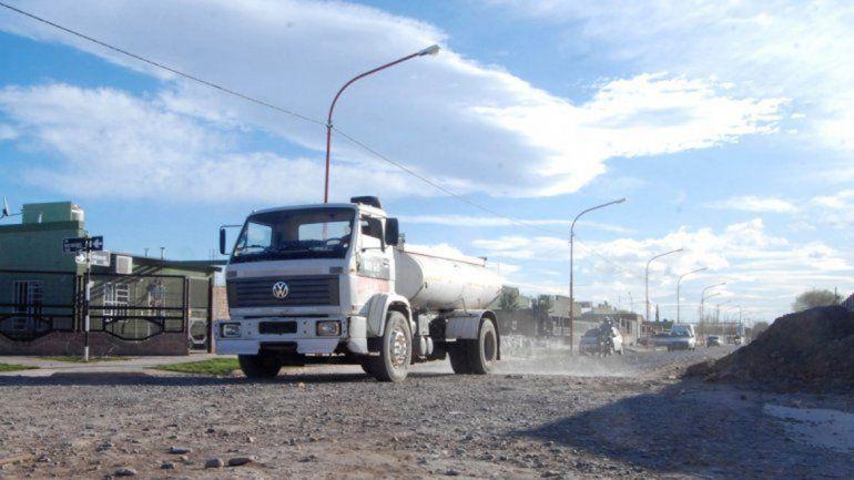 Con más camiones regadores se puede aumentar la frecuencia del servicio.