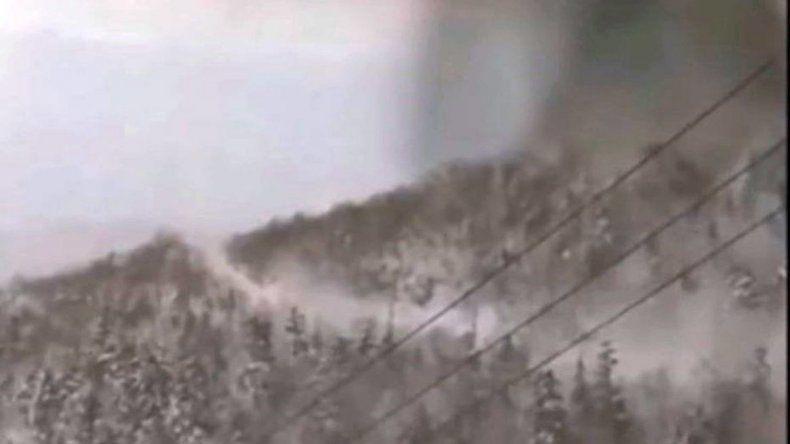 Mirá la avalancha de piedras y ceniza que azotó un centro de esquí en Japón s