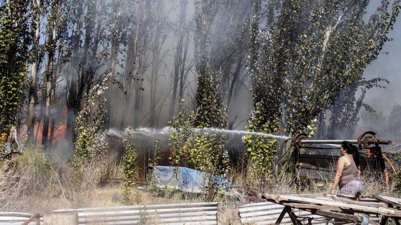 Quemaban basura en un descampado pero el fuego se descontroló