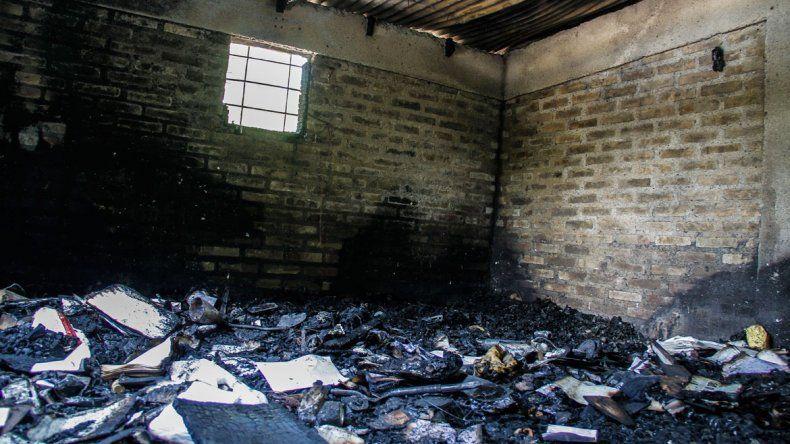 A una familia de Costa Norte el fuego le destruyó la casa.