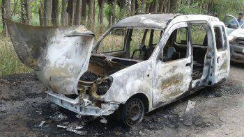 Desalmados quemaron la camioneta de una ONG