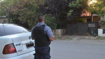 La casa donde ocurrió el hecho se encuentra custodiada por la Policía.