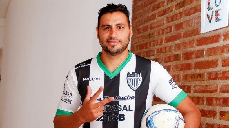 Luciendo la camiseta del gol a San Lorenzo