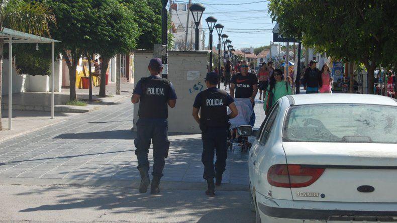 Policías de distintas ciudades llegaron de refuerzo a Las Grutas.