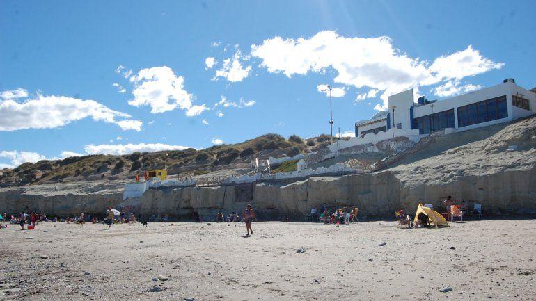 La bajada La Rinconada es un sello característico de la playa de Las Grutas.
