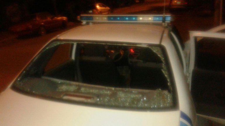 Vecinos del la toma 4 de Agosto atacaron a piedrazos a un móvil policial